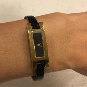 Gucci 3900L gold watch with black leather strap